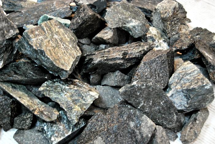 Камни для виски делают из талькохлорита (стеатит, мыльный камень)